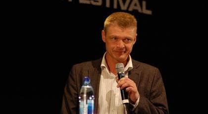 Antipiratbyråns chefsjurist Henrik Pontén möttes av burop och flygande föremål när han intog scenen på datorfestivalen Dreamhack. Foto: Andreas Ryding