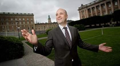 Statsminister Fredrik Reinfeldt är på bröllopshumör och avslöjar allt om regeringens fest för brudparet. Foto: Robban Andersson