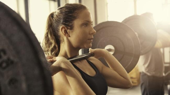 <span>Genom att träna axlarna får du ofta med armar, nacke och muskler runt skulderbladen på köpet.<br></span>
