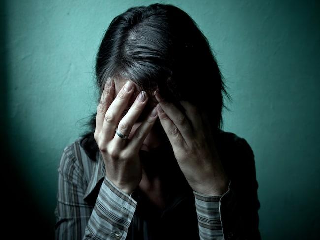42-åriga Karin drogs ner i sambons mörker.