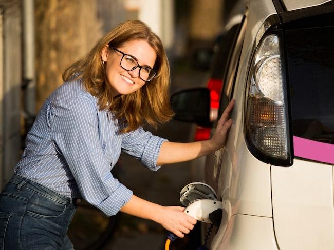 Kvinnor väljer att köpa mer miljösmarta bilar, enligt en sammanställning av Bilpriser.se.