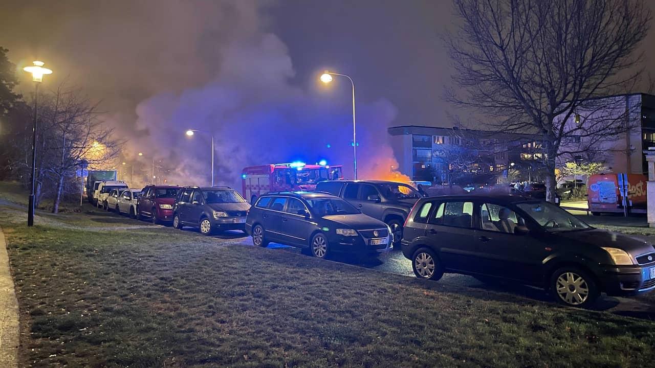 Larm om skottlossning och bilbrand i Östberga