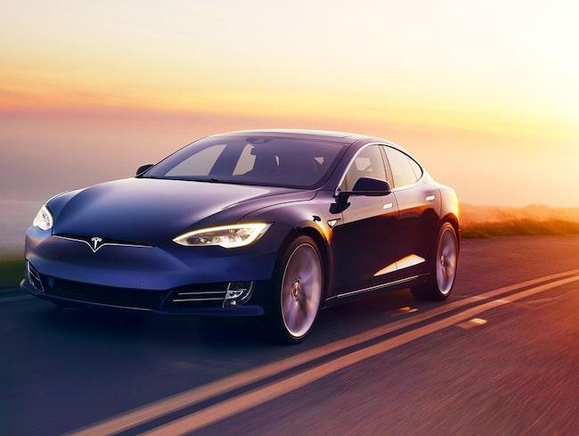 Det var i en Tesla Model S som den sovande föraren färdades.