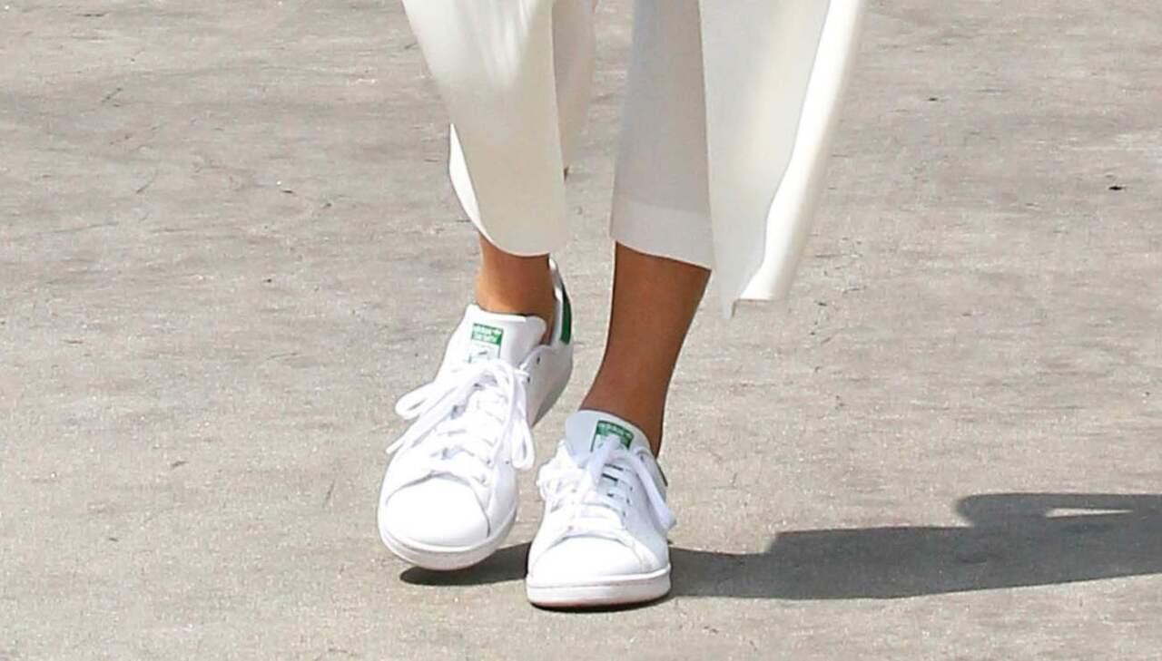 Sneakers i vitt en klassisk sko du aldrig tröttnar på