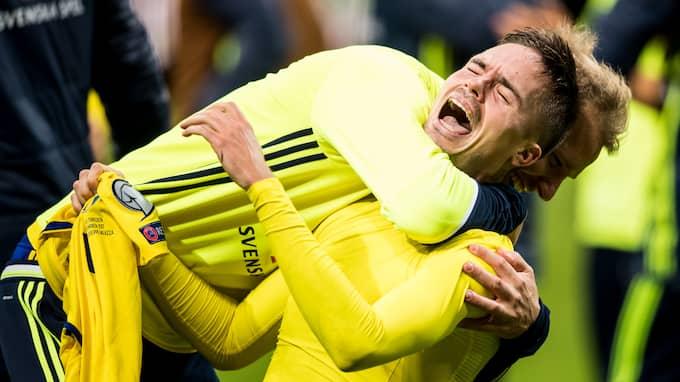 Mikael Lustig jublar efter att VM-platsen är säkrad. Foto: PETTER ARVIDSON / BILDBYRÅN