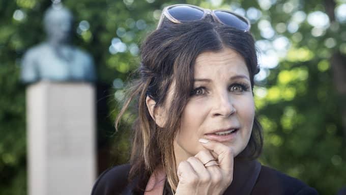 Carola Häggkvist har skadat knät – men när hon skulle kyla ner benet blev skadan ännu värre. Foto: / MICHAELA HASANOVIC EXPRESSEN