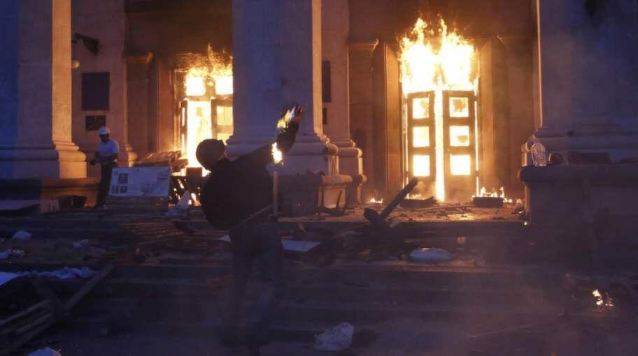 4926cf1cb8a7 Fullskärm Odessa, maj 2014. 42 personer brändes inne eller sköts när de  försökte fly från lågorna. Foto: REUTERS/Yevgeny Volokin