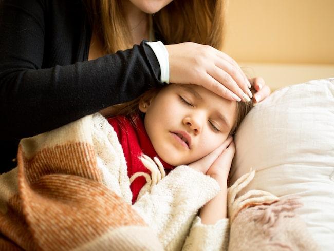 Barn som drabbas av femte sjukan kan få feber.