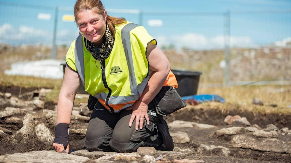 Helena Victor är en av två projektledare för utgrävningarna. Foto: Daniel Lindskog