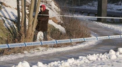 Tekniker jobbade under onsdagen på platsen där kvinnan hittades. Foto: Anders Ylander