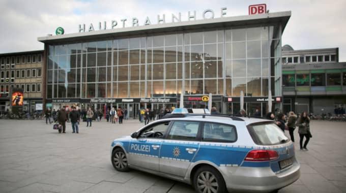Nyheten om de speciella kvinnoavdelningarna kommer bara några få dagar efter att den första personen blivit åtalad efter händelserna i Köln på nyårsnatten. Foto: Oliver Berg / AP DPA