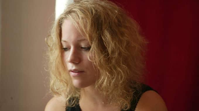 Olivia Bergdahl ska hålla stämningen i gång i kväll på poesiklubben. Foto: Mette Muhli
