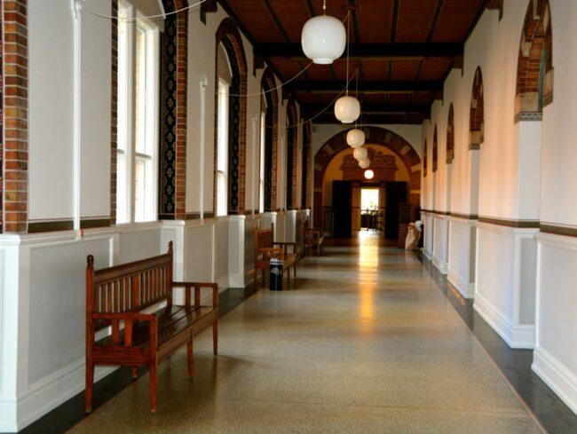 <span>Många av sjukhusscenerna när Lili opereras spelades in i Köpenhamns Rådhus klassiska atrium.<span></span></span>