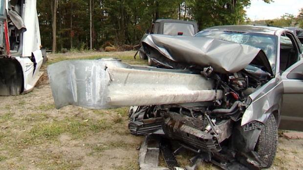Somnade vid ratten - vägräcke genomborrade bilen