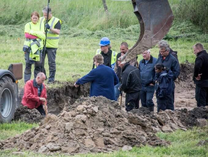 KROPPEN LÅG NEDGRÄVD. Lantbrukaren Göran Lundblad försvann spårlöst från sitt hem i augusti 2012. Knappt två år senare, den 3 juli, börjar polisen gräva på ett fält 700 meter från lantbrukarens villa. Två meter ner i jorden hittas resterna av kroppen. Foto: Karl Nilsson