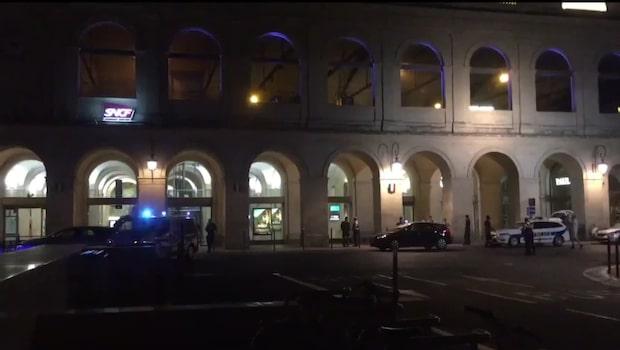 Tågstation evakuerad efter larm om beväpnade män