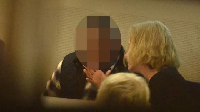 Misstänkte 30-åringen tillsammans med sin advokat Mia Törnros. Foto: Robin Aron