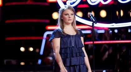 """""""Blev nattsvart"""". Malin Brännlund, 20, totalsågades efter sitt framträdande i """"Idol"""" i går. Nu får juryn kritik för att ha gått för långt. """"Känslan den här gången blev nattsvart"""", säger programledaren Peter Jihde. Foto: Olle Sporrong"""
