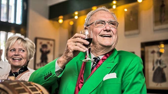 Prins Henrik hade ett stort intresse för vin. Här är han på Tivoli i Köpenhamn. Foto: / POLFOTO / IBL BILDBYRÅ / IBL BILDBYRÅ