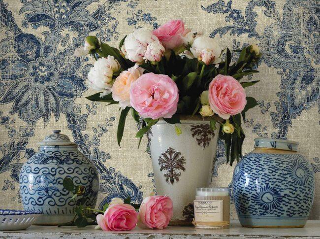 Carma gör kollektionen Ceylon med inspiration från den urgamla Sidenvägen mellan Kina och Europa. De mönster som används är ikat, batik, blommor och ränder. Återförsäljare finns listade på carma.se. Tapeten har nummer SR91502. Längd 10 meter, bredd 52 centimeter, 798 kronor per rulle.
