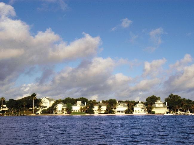 Ön ligger på Floridas västkust.