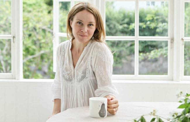 """Sofia Jansson driver bloggen """"Mokkasin"""", där hon bland annat visar vacker inredning. För Leva & Bo avslöjar hon bland annat att två vita soffor är hennes livs sämsta inredningsköp."""