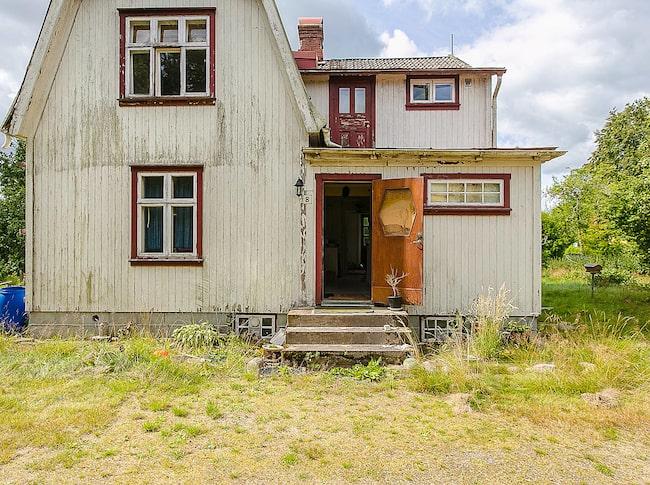 Ett övergivet ruckel-hus ligger nu ute på Hemnet. Fyndläge!