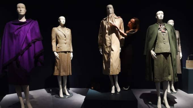 Margaret Thatchers kläder, smycken och väskor säljs nu på auktion. Foto: Andy Rain / Epa / TT