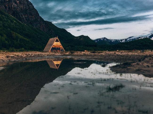 """<span>Världens största bastu har öppnat vid polcirkeln.<br>Och möjligen också världens vackraste.</span><span><em>Salt Sauna, Bodö, Norge, (c) Martin Losvik, <a target=""""_blank"""" href=""""http://www.salted.no/"""">salted.no</a></em></span>"""