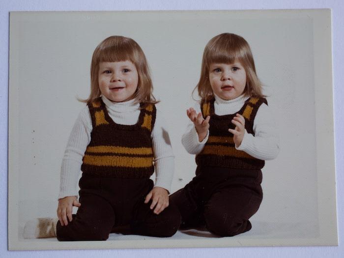 Janna växte upp med sin tvillingbror, två äldre bröder, mamma och styvpappa.