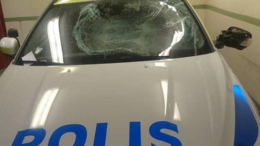 Så här såg radiobilen ut efter sabotaget. Foto: Polisen
