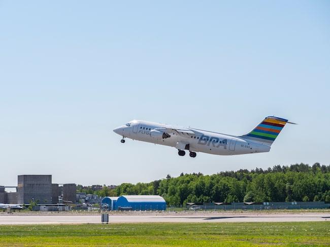 Flygbolaget BRA börjar klimatkompensera alla flygresor som bokas från 1 april.