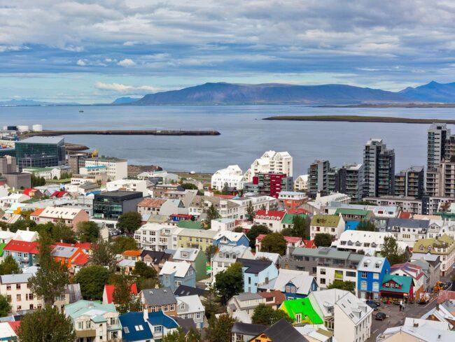 Med läge mitt emellan Amerika och Europa är det många som tar ett gratis stop over i Reykjavik.