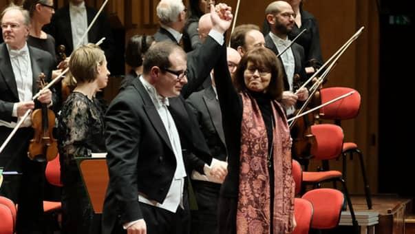 Stefan Solyom och Victoria Borisova-Ollas framför Radiosymfonikerna. Foto: Arne Hyckenberg.
