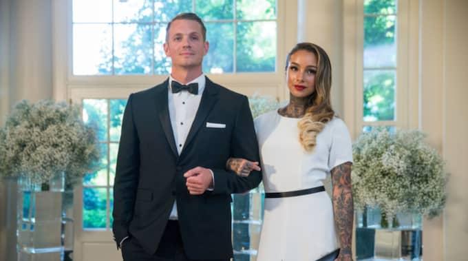 Joel Kinnaman, 36, bekräftade i april i år att han och flickvännen Cleo Wattenström, 24, har blivit man och fru. Bilden är från en tidigare middag i Vita huset i Washington DC. Foto: Andrew Harnik/AP TT NYHETSBYRÅN