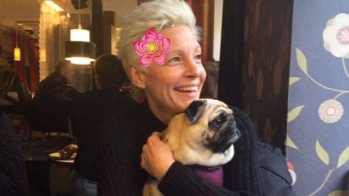 Mona Brinck och hunden Dory är stammisar på Bee bar. Foto: Privat