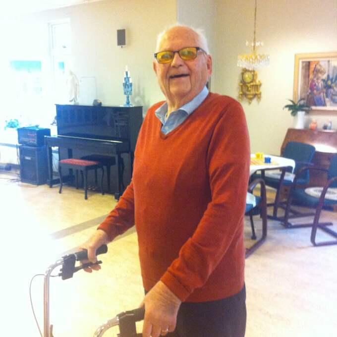 """""""Det är väldigt trevligt"""", säger Kjell Åke om att kunna spela piano igen. Foto: Privat"""