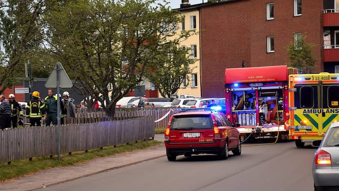 Det är ett stort räddningspådrag på plats i Skara. Foto: Johan Sjöström
