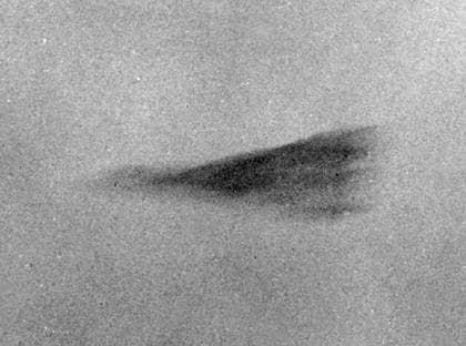 Penttäjä, Norrbotten, 1973. Åke Lejon tar en serie bilder av två mystiska föremål. Militären analyserar bilderna men kan inte hitta någon förklaring. Foto: Ufo-Sveriges Arkiv