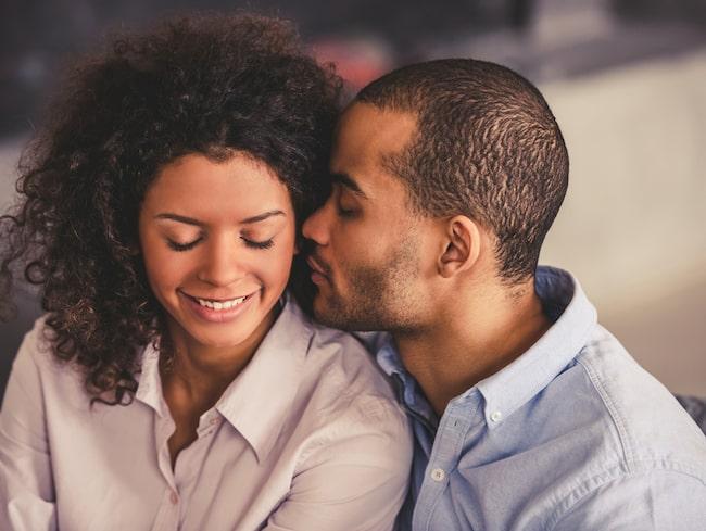 Ett enklt sätt att skapa mer intimitet fysiskt är att hålla handen oftare.