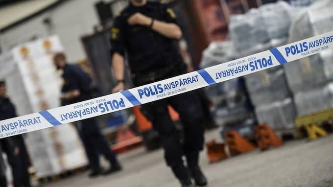 En man har anhållits, misstänkt för skottlossningen i Alis butik. Foto: JENS CHRISTIAN
