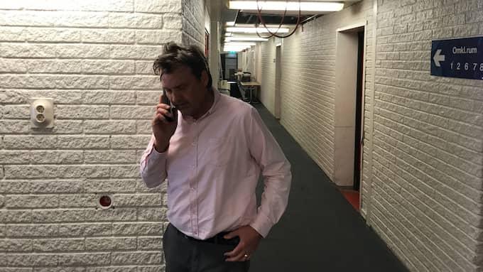 Mitt i byggröran svarar sportchef Peter Hermodsson på ännu ett av dagens oräkneliga samtal ishockey shl mora reportage hockeymagasin. Foto: TOMAS PETTERSSON