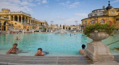 bada i budapest på sommaren
