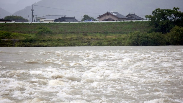 600 000 människor evakuerade efter kraftigt regn i Japan