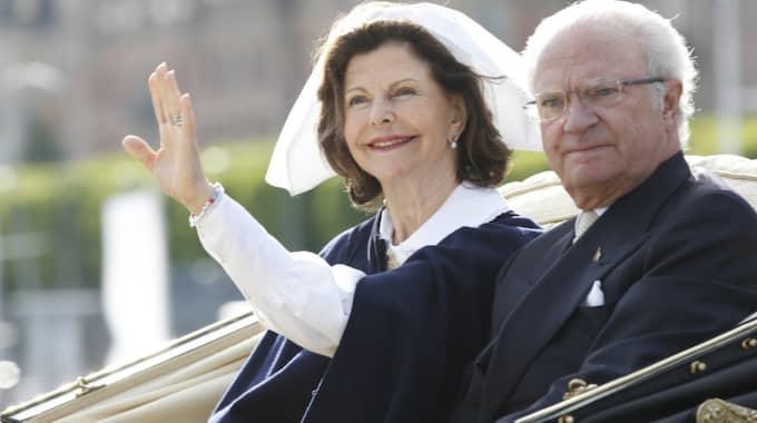 Den kungliga kortegen med drottning Silvia och kung Carl XVI Gustaf ska ta en ovanlig väg. Foto: Johan Jeppsson / JOHAN JEPPSSON EXPRESSEN