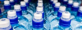 Ny undersökning: Mycket mikroplast i flaskvatten