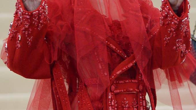 """Måndagens Met-gala bjöd på vackra klänningar på temat """"Commes de Garcons"""". Foto: SPLASH NEWS"""
