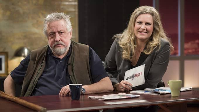"""Leif GW Persson summerar bevisläget för programledaren Camilla Kvartoft i """"Veckans brott"""" i SVT. Foto: Fredrik Sandberg/TT NYHETSBYRÅN"""