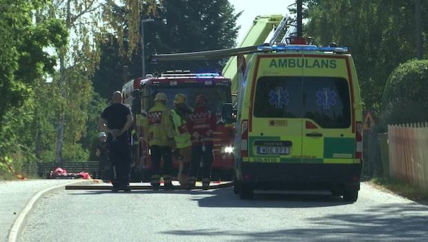 Brand i radhuslänga – en person förd till sjukhus