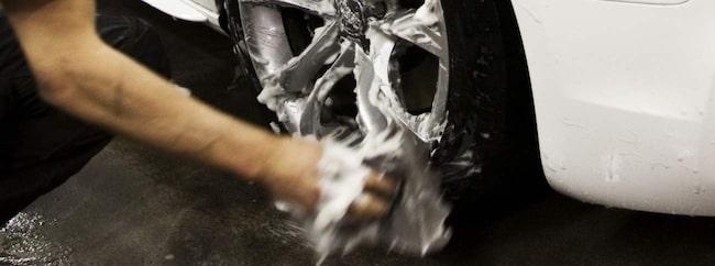 Varje år sker 20 miljoner biltvättar på platser som är olämpliga för miljön.